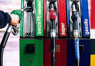 Benzina, ancora rialzi