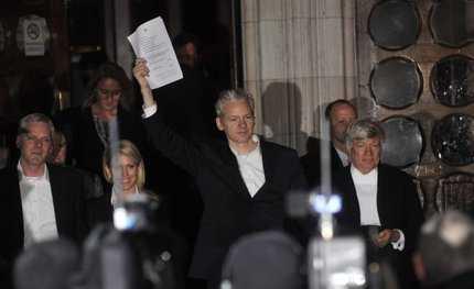 """""""D'Alema: la magistratura minaccia lo Stato"""". Assange: in Usa finirei come Jack Ruby"""