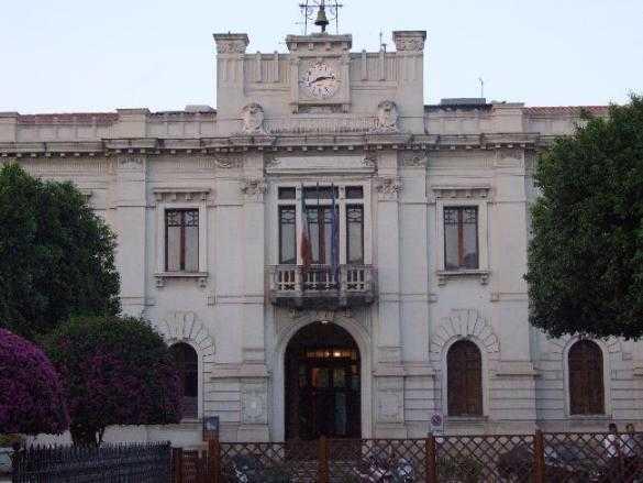 Dirigente del comune di Reggio tenta il suicidio