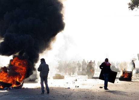 Tunisi, Ben Ali si piega
