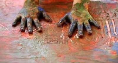 mani-di-pittura-per-bambini-artista-multi-colore-con-le-dita1