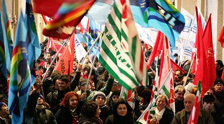 Sindacati calabresi discutono di Mezzogiorno e Lsu-Lpu Iniziativa svoltasi stamattina alla Casa delle Culture di Catanzaro