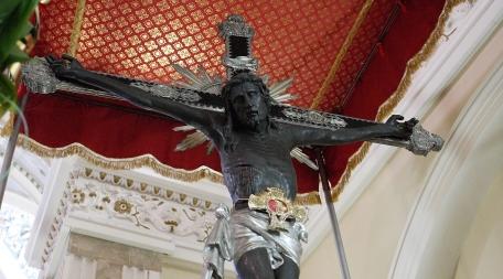 """La """"discesa"""" del SS. Crocifisso di Terranova SM, in via eccezionale a settembre Il 14 settembre rappresenta un momento liturgico molto atteso. Il calendario cattolico propone la festa dell'esaltazione della Santa Croce"""