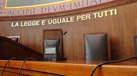Favori per assunzione figlia, ex dirigente dell'Asp a giudizio Le accuse sono di corruzione e falso