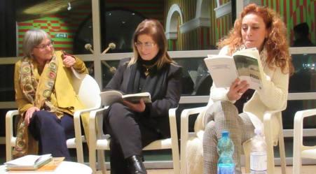 """Presentato il libro """"Pezzi dal regno della Litweb"""" La finestra sul mondo della blogger lametina Ippolita Luzzo"""