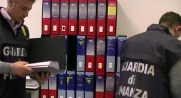 Interdittiva di un anno a un impiegato amministrativo di un'Asp calabrese Per truffa, abuso d'ufficio e false attestazioni