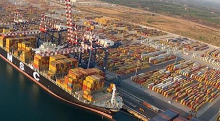 Porto Gioia Tauro, il dramma del lavoro di 13 dipendenti dell'Automar, terminal auto Disperato appello al commissario dell'Authority portuale Andrea Agostinelli e alle sigle sindacali