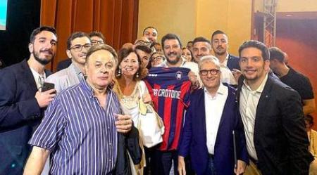 """Scritta """"Lega"""" su maglia Crotone, ira società pitagorica Stilettate all'indirizzo del partito guidato a livello nazionale da Matteo Salvini: """"Non permettiamo a nessuno di strumentalizzarci per fini politici. La squadra è patrimonio di un'intera collettività"""""""