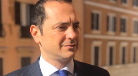 Speranza, Siclari: l'emergenza sanitaria si risolve con il MES non con il Recovery Fund Ho evidenziato al Ministro che l'Italia ha un SSN totalmente diverso da quello degli altri Paesi, per questo è necessario che siamo protagonisti in Europa