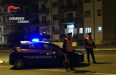 Due arresti per resistenza ed evasione in Calabria Informata la Procura della Repubblica di Paola, i due sono stati arrestati. Nel corso dell'udienza svoltasi presso il Tribunale di Paola, gli arresti sono stati convalidati ed è stata disposta la condanna di 6 mesi per L.M., mentre F.G. è stato tradotto agli arresti domiciliari