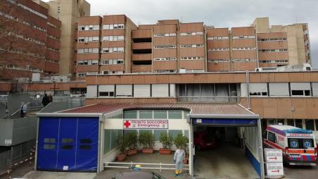 Coronavirus Gom Reggio Calabria, 11 pazienti saranno trasferiti presso una clinica privata L'Azienda Sanitaria Provinciale di Reggio Calabria ha offerto la disponibilità di una struttura privata accreditata e convenzionata con S.S.R., Policlinico Madonna della Consolazione
