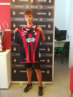 Calcio, Riccardo Cacia al Crotone Grande soddisfazione in casa VIGOR Catanzaro per la cessione del giovane calciatore , classe 2006