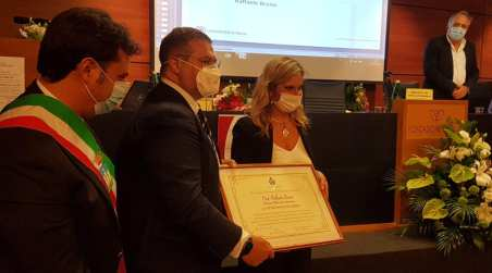 """Conferita la Cittadinanza Onoraria di Mendicino al Prof. Raffaele Bruno Aveva curato il """"paziente uno"""" del Covid-19"""