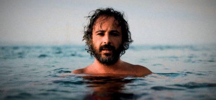""""""" Gitano"""" il nuovo brano musicale del cantautore reggino Augusto Favaloro Parla di una storia d'amore ma anche di evasione e della  voglia di fuggire da una quotidianità sempre più complicata e piena di tensioni"""
