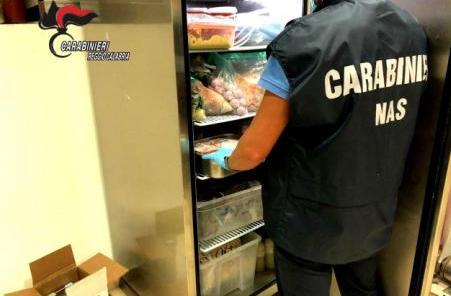 Reggio Calabria, cibo congelato e mal conservato I Carabinieri del NAS deferiscono la titolare di un ristorante