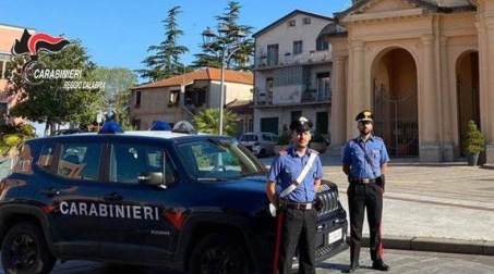 Rosarno, arrestato un uomo per violenze in famiglia Un 34enne, al termine della perpetrazione da parte dello stesso dell'ennesima serie di atti di violenza psico-fisica ai danni della vittima, commessi anche al cospetto dei figli minorenni della donna