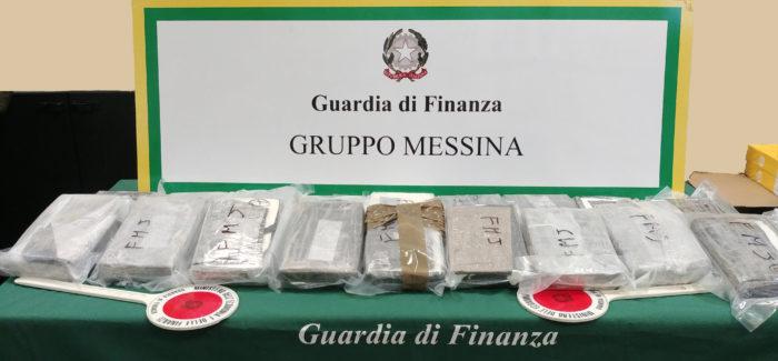 Maxi sequestro di cocaina agli imbarcaderi, tra Villa San Giovanni e Messina Dalla guardia di finanza di Messina, 20 kg. di cocaina purissima occultati in un doppiofondo di un'autovettura