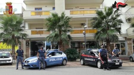 """Corigliano Rossano (CS), Controlli alla """"movida"""": chiusi due esercizi pubblici Nel fine settimana appena trascorso sono stati effettuati una serie di controlli congiunti da parte dei militari della Compagnia Carabinieri di Rossano e dagli agenti del Commissariato di P.S."""