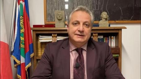 Cittanova, isolamento volontario del sindaco Francesco Cosentino Da questa mattina il Sindaco, per senso di responsabilità umana e civile, in assoluta trasparenza e per necessaria precauzione, sarà in isolamento domiciliare volontario