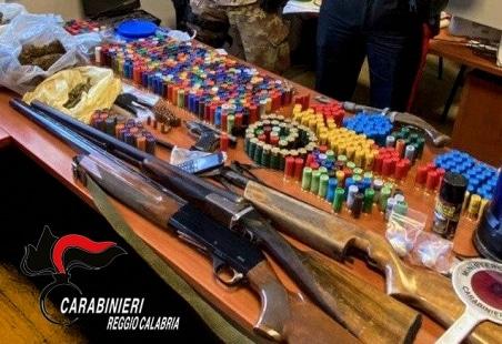 Siderno, detenzione illegale di armi e munizioni, arrestato un ventenne Tutto il materiale rinvenuto è stato sottoposto a sequestro in attesa delle successive analisi di laboratorio che l'Autorità Giudiziaria intenderà disporre