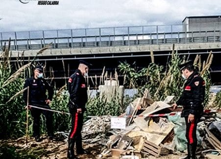 Villa San Giovanni, i carabinieri scoprono una discarica abusiva Denunciate quattro persone per gestione illecita e abbandono di rifiuti