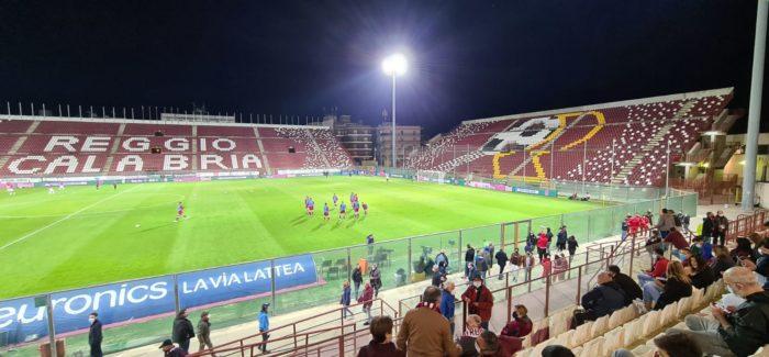 Serie B : La  Reggina non va oltre il pari nel derby contro il Cosenza Decisivi l'errore dal dischetto di Denis ed il portiere ospite protagonista di parate strepitose