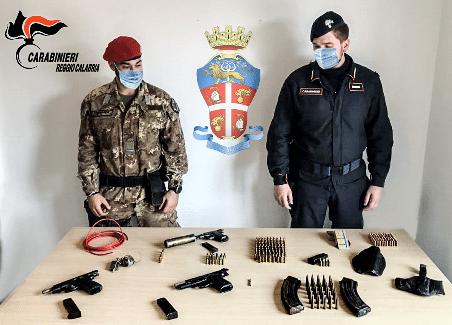 Ennesimo ritrovamento di armi nel reggino Un arsenale era occultato all'interno di un terreno demaniale