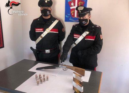 Un arresto per detenzione illegale di arma e munizioni in Calabria I fatti risalgono al 17 novembre 2020 quando i Carabinieri, in prima mattinata, si sono presentati presso l'abitazione del giovane scalioto per eseguire una perquisizione domiciliare. Proprio durante le minuziose fasi di ricerca