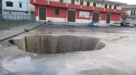 Maltempo, nel Crotonese la situazione è molto critica Chiusa la statale 106