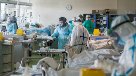 """L'emergenza Covid: perché siamo zona rossa Ieri sera, il Comitato """"Difendiamo l' Ospedale"""" è sceso in piazza per protestare proprio contro l'inefficienza di un sistema che chiama in causa tutti, nessuno escluso"""