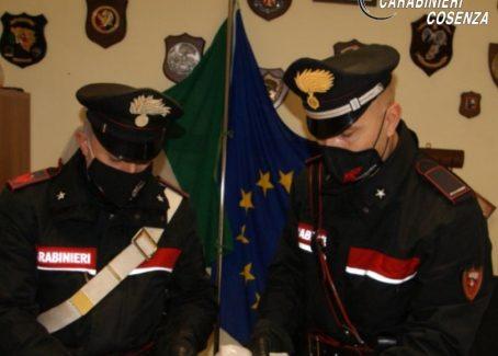 Arrestati due ragazzi perchè nascondevano la cocaina nel cambio dell'automobile Da destinare alla vendita al dettaglio, per un volume d'affari superiore ai 10.000 euro
