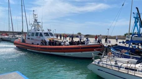 Roccella Jonica, sbarco di profughi nel porto Interrotto vertice istituzionale tra Adm, Capitaneria di Porto e Comune